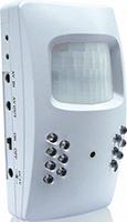 Überwachungskamera im Bewegungsmeldergehäuse